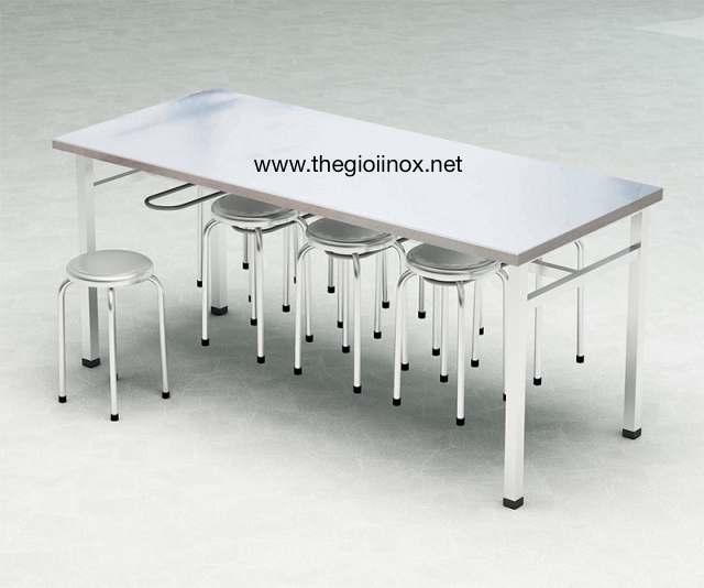 Bàn ăn công nhân inox có 8 móc treo ghế